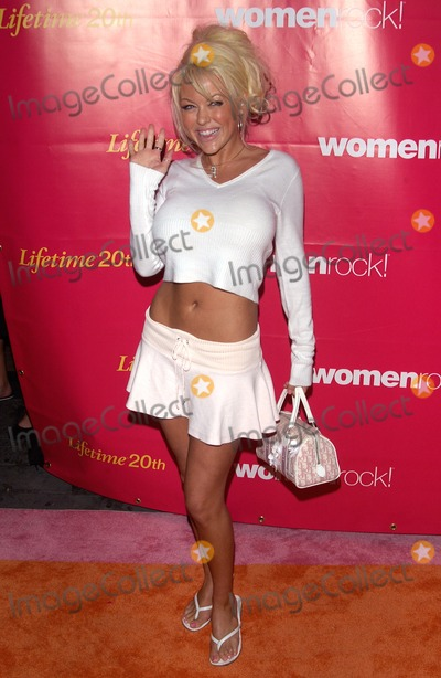Tiffany Holiday Photo - Actress TIFFANY HOLIDAY at WomenRock - Lifetime Televisions fifth annual concert for the fight against breast cancerSeptember 28 2004