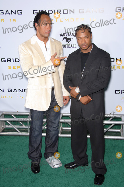 Alvin Xzibit Joiner Photo - Actors DWAYNE JOHNSON aka The ROCK (left)  ALVIN JOINER aka XZIBIT at the Los Angeles premiere of his new movie Gridiron Gang at the Graumans Chinese Theatre HollywoodSeptember 5 2006  Los Angeles CA 2006 Paul Smith  Featureflash