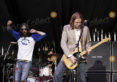 Rich Robinson Photo - NEW YORK - JUNE 21  Black Crowes lead singer Chris Robinson (L) and guitarist Rich Robinson during the bands show at the Jones Beach Theater