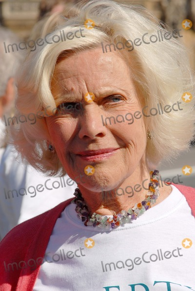 Honor Blackman Photo - LondonUK Labour  Veteran actress Honor Blackman  at the Liberty organised protest against the British Governments intention to extend the amout of time a suspect can be held in custody before charges are brought or dropped The current limit is 28 days but the British Government wants to change this to 42 days A vote on this issue will be decided on the 11th June in the House of Commons  StStephens Green Westminister 10th June 2008 Chris JosephLandmark Media