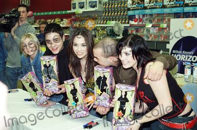 Kym Marsh Photo - 2001 HearSay (British Pop Group) Danny Foster Myleene Klass Kym Marsh Suzanne Shaw and Noel Sullivan at WH Smith to promote their dollsPhotos by ANDY LOMAXLandmark Media