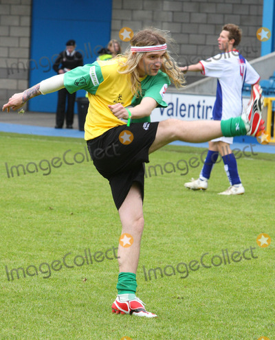 Justin Hawkins Photo - London UK Justin Hawkins at the Music Industry Soccer Six  held at Millwall FCs New Den ground in London 18th May  2008Keith MayhewLandmark Media