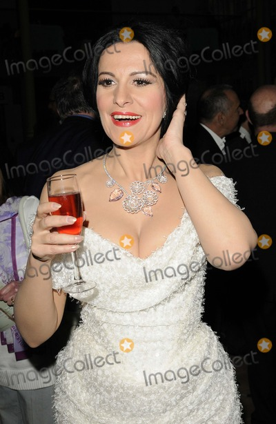 Angela Gheorghiu Photo - London UK  Soprano singer Angela Gheorghiu    at the Royal Opera House Cinema Season launch party Royal Opera House Bow St London 22nd September 2011 Can NguyenLandmark Media