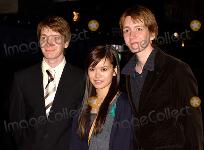 Oliver Phelps Photo - London Katie Leung with James and Oliver Phelps at the World Premier of epic fantasy adventure Eragon at the Odeon Leicester Square11th December 2006Ana Mosquera Landmark Media