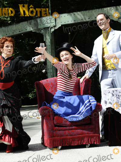 Chaim Topol Photo - London UK Lisa OHare Thomas Borchert and Millicent Martin at the photocall for Gigi at Open Air Theatre Regents ParkChaim Topol Millicent Martin Linda ThorsonStar in first London performance of Lerner and Loewes musical in over 20 years directed by Timothy Sheader 12th August 2008ef Can NguyenLandmark Media