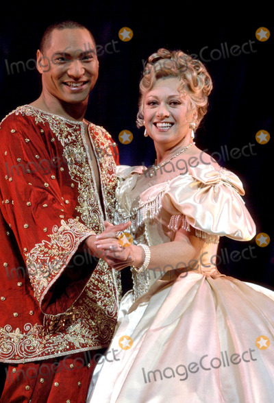 Jason Scott Lee Photo - LondonJason Scott Lee and Elaine Paige star in The King and I stage show at the London Palladium25th April 2000Picture by Trevor MooreLandmark Media