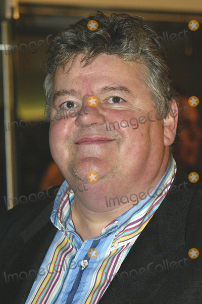 Robbie Coltrane Photo - London Robbie Coltrane  at the premiere of his film Harry Potter and the Goblet of Fire Coltrane plays the giant Rubeus Hagrid 6th November 2005 Jenny Roberts Landmark Media