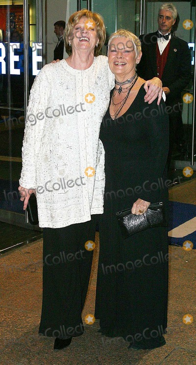 Judi Dench Photo - London Dame Maggie Smith and Dame Judi Dench arrive at the film premiere of Ladies in Lavender in Leicester Square08 November 2004Jenny RobertsLandmark Media