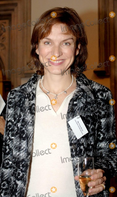 Fiona Bruce Photo - London Fiona Bruce at the 50th anniversary of the Annual Awards honouring and celebrating achievements of women from all walks of life held at Londons Guildhall03 November 2005Ali KadinskyLandmark Media