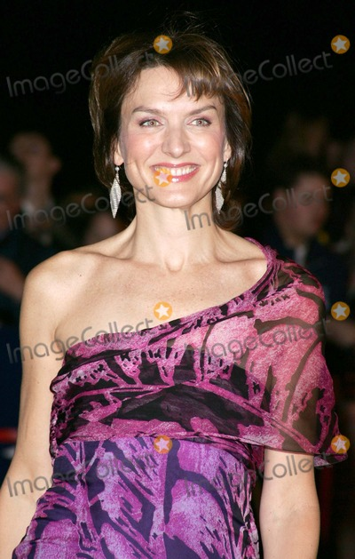 Fiona Bruce Photo - London Fiona Bruce at the National Television Awards 2005 held at  the Royal Albert Hall25 October 2005Keith MayhewLandmark Media