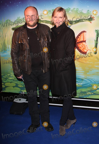 Hermione Norris Photo - London UK Hermione Norris at the Premiere of Cirque du Soleils Totem at the Royal Albert Hall London 5th January 2011Keith MayhewLandmark Media