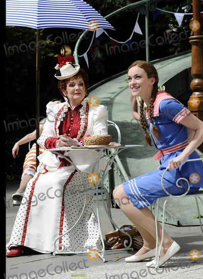 Chaim Topol Photo - London UK Lisa OHare and Millicent Martin at the photocall for Gigi at Open Air Theatre Regents ParkChaim Topol Millicent Martin Linda ThorsonStar in first London performance of Lerner and Loewes musical in over 20 years directed by Timothy Sheader 12th August 2008ef Can NguyenLandmark Media