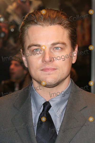 Howard Hughes Photo - London Leonardo DiCaprio (Howard Hughes in the new movie) at the European premiere of The Aviator at the Odeon Leicester Square19 December 2004Jenny RobertsLandmark Media