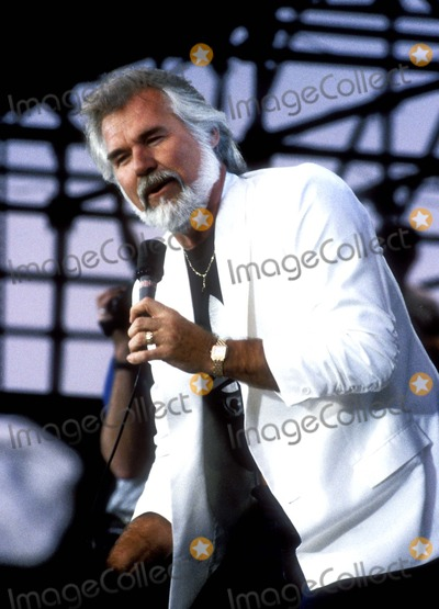 Kenny Rogers Photo - Kenny Rogers F1455 1985 Photo by Fred DevanGlobe Photos Kennyrogersretro