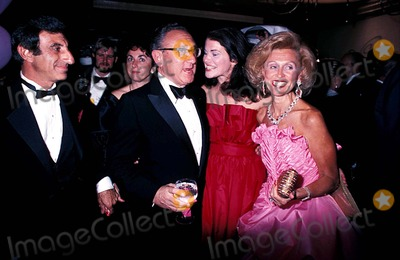 Jamie Farr Photo - Barbara Davis with Jamie Farr and Henry Kissinger Photo Globe Photos Inc 1982 Marvindavisretro