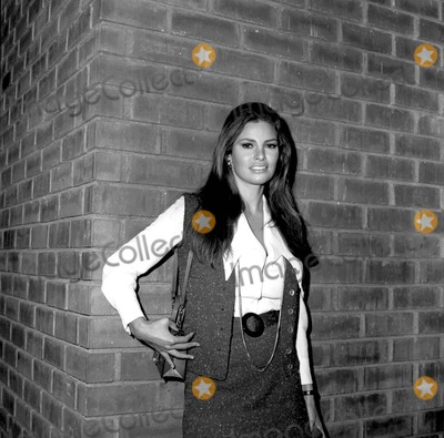 Raquel Welch Photo - Raquel Welch at Boston Strangler 10101968 6009 Photo by Phil RoachipolGlobe Photos Inc
