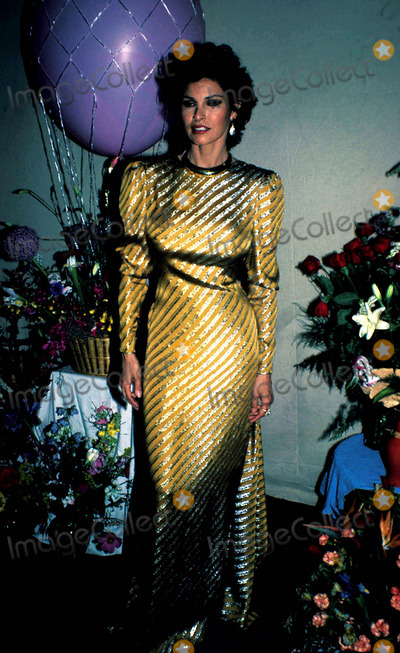 Raquel Welch Photo - Raquel Welch Photo Globe Photos Inc 1982 Raquelweclhretro