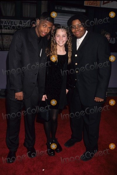 Amanda Bynes Photo - Amanda Bynes with Kenan Thompson and Nick Cannon 1st Annual Tv Guide Awards at Fox Studios 1999 K14641lr Photo by Lisa Rose-Globe Photos Inc