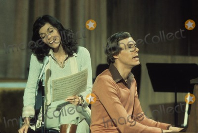 Karen Carpenter Photo - Karen Carpenter with Richard Carpenter Supplied by Globe Photos Inc