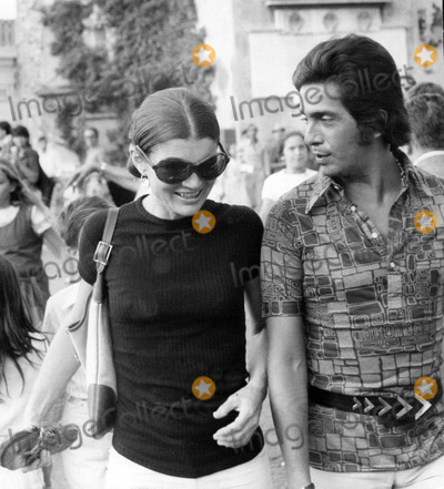 Jacqueline Kennedy Onassis Photo - Jacqueline Kennedy Onassis and Valentino Photo by Elio Sorci-Globe Photos
