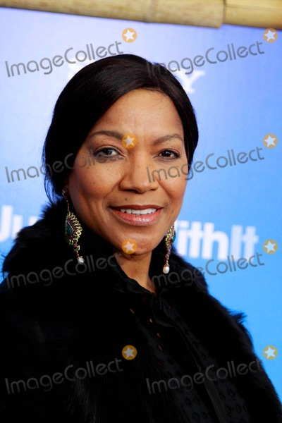 Grace Hightower Photo - Columbia Pictures Presents a Special Screening of Just Go with It the Ziegfeld Theater NYC February 8 2011 Photos by Sonia Moskowitz Globe Photos Inc 2011 Grace Hightower DE Niro