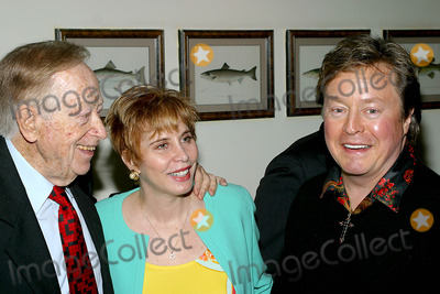 Liz Derringer Photo - Liz Derringer and Rick Derringer K30196rm Abraham Hirschfeld to Announces His Peace Treaty Plan and Battery Powered Cars at Ben Bensons Retaurant in New York City 4242003 Photo Byrick MacklerrangefinderGlobe Photos Inc