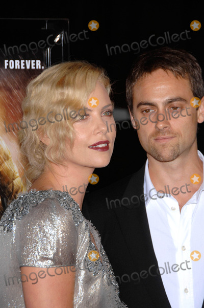 Stuart Townsend Photo - Charlize Theron and Stuart Townsend During the 2009 Afi Fest Presentation of the New Movie From the Weinstein Company the Road Held at Graumans Chinese Theatre in Los Angeles California 11-04-2009 Photo by Michael Germana - Globe Photos Inc
