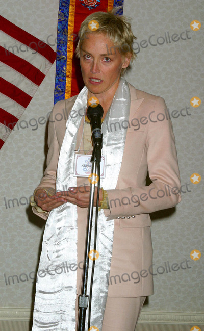 Sharon Stone Photo - I8549CHWA PRIVATE AUDIENCE WITH HIS HOLINESS TENZIN GYATSO THE 14TH DALAI LAMA OF TIBET SPONSORED BY THE OFFICE OF TIBET THE LOS ANGELES FRIENDS OF TIBET AND THE DALAI LAMA FOUNDATION   PASADENA CA04152004PHOTO BY CLINTON H WALLACEIPOLGLOBE PHOTOS INC 2004SHARON STONE