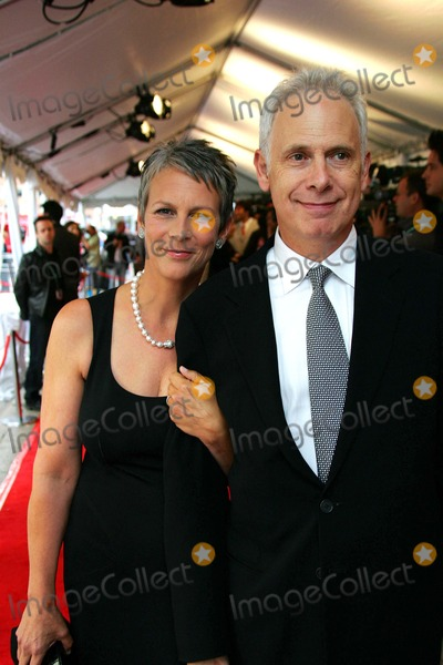 Jamie Lee Curtis Photo - Jamie Leigh Curtis and Christopher Guest (Director) K49673am For Your Consideration Premiere 2006 Toronto International Film Festival Roy Thomson Hall Toronto Ontario Canada 09-10-2006 Photo by Alec Michael-Globe Photos Inc