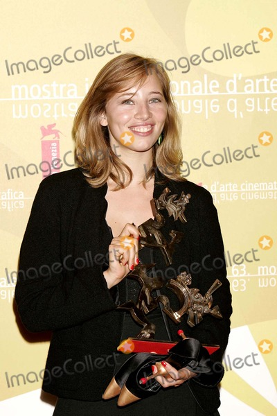 Isild Le Besco Photo - Isild Le Besco Marcello Mastroianni Award Venice Film Festival Venice Italy September 09 2006 Roger Harvey