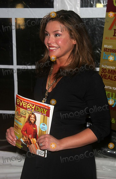 Rachael Ray Photo - Rachael Ray and Readers Digest Launch Their First Issue of Every Day with Rachael Ray at Cafe St Barths New York City 10-25-2005 Photo by John Barrett-Globe Photos 2005 K45652jbb Rachel Ray