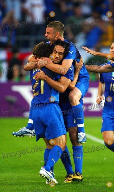 Andrea Pirlo Photo - Italy Vs Ghana 06-12-2006 Hannover Germany Photo by Richard Sellers-Globe Photos Inc 2006 Andrea Pirlo  Team Mates Celebrate
