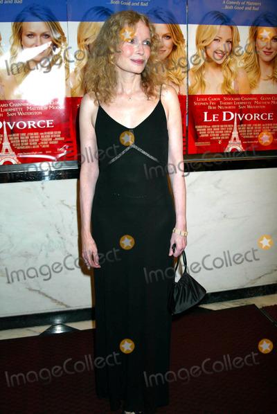 Mia Farrow Photo - Mia Farrow K32139smo the New York Premiere of Le Divorce at the Paris Theater New York City 08052003 Photo by Sonia MoskowitzGlobe Photos Inc