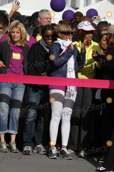 Tracy Chapman Photo - ELIZABETH BANKS TRACY CHAPMAN MARY JBLIGEGAYLE KINGat O the Oprah Magazine Celebrates its 10thAnniversary with a charity walk Oprah WinfreyLive Your Best Life Walk Starting at Pier 86 the Intrepid   05-09-2010Photo by John BarrettGlobe Photos INC2010K64749JBB