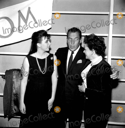 Liza Minnelli Photo - Liza Minnelli and Mom Judy Garland with Ed Sullivan 19277b27304a Globe Photos Inc Judygarlandobit