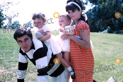 Anthony Newley Photo - Anthony Newley with Wife Joan Collins and Children Supplied by Globe Photos Inc
