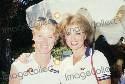 Mariette Hartley Photo - Jo Ann Pflug with Mariette Hartley F1363 Photo by Alan D Hunter-Globe Photos Inc