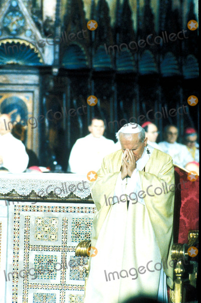 John Paul Photo - Pope John Paul Ii Meeting with Papa Giov in Assisi Photo Globe Photos Inc