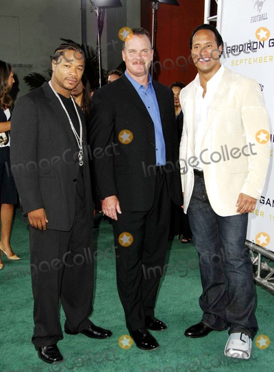 Alvin Xzibit Joiner Photo - Alvin Xzibit Joiner Sean Porter and Dwayne the Rock Johnson During the Premiere of the New Movie From Columbia Pictures Gridiron Gang Held at Graumans Chinese Theatre on September 5 2006 in Los Angeles Photo Michael Germana-Globe Photosinc