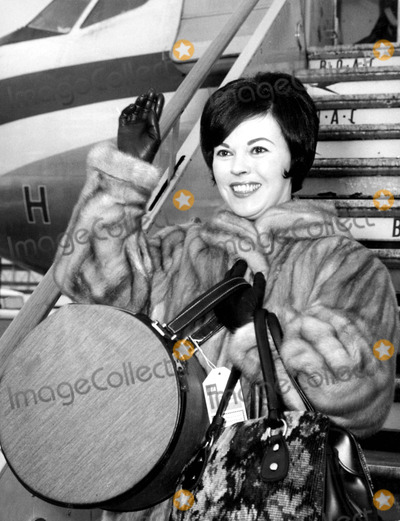 Shirley Temple Black Photo - Shirley Temple at the Airport in London 3191965 Supplied by Globe Photos Inc