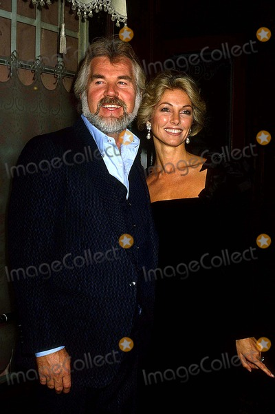 Kenny Rogers Photo - Kenny Rogers with His Wife Marianne Gordon 1980 11496 Photo by Phil Roach-ipol-Globe Photos Inc