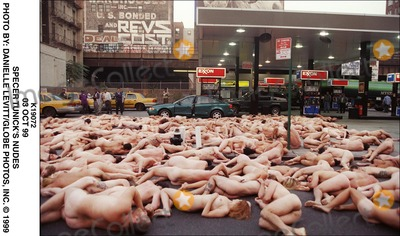 Spencer Tunick Photo - 03 Oct 99 Specer Tunicks Nudes Photo by Danielle LevittGlobe Photos Inc