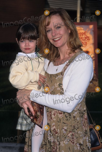 Mary McDonough Photo - Mary Mcdonough with Her Daughter Sydney Wickstrom Muppet Treasure Island 1996 K3873tr Photo by Tom Rodriguez-Globe Photos Inc