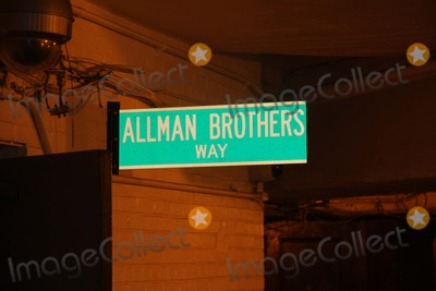 Allman Brothers Photo - Allman Brothers Leaving the Beacon Theater on West Side in NYC After Their Concert on Wednesday Night March 21st 2012 Photo by William Regan- Globe Photos Inc 2012allman Brothers Leaving the Beacon Theater on West Side in NYC After Their Concert on Wednesday Night March 21st 2012 Photo by William Regan- Globe Photos Inc