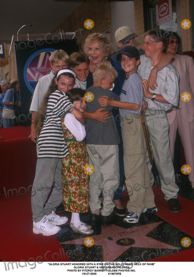 Gloria Stuart Photo - Gloria Stuart Honored with a Star on the Hollywood Walk of Fame Gloria Stuart  Her Grandchildren Photo by Fitzroy BarrettGlobe Photos Inc 9-27-2000