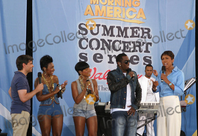 Diddy Combs Photo - Diddy-dirty Money Performs on Good Morning Americas Summer Concert Series in Central Park New York 06-04-2010 Photo by Bruce Cotler-Globe Photos Inc Kalenna Harper Sean Diddy Combs and Dawn Richard of Diddy-dirty Money
