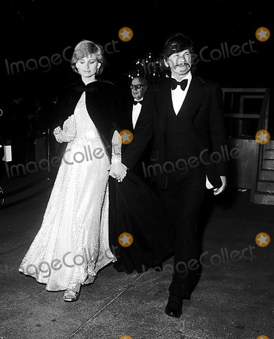 Jill Ireland Photo - Academy Awards  Oscars (48th) Jill Ireland and Charles Bronson 1976 2124 Nate CutlerGlobe Photos Inc