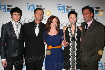 April Matson Photo - I12510CHWTHE 9TH ANNUAL FAMILY TELEVISION AWARDS SPONSORED BY THE FAMILY FRIENDLY PROGRAMMING FORUM BEVERLY HILTON HOTEL BEVERLY HILLS CA 112807 CAST OF KYLE XY MATT DALLAS CHRIS OLIVERO APRIL MATSON JAIMIE ALEXANDER AND BRUCE THOMAS PHOTO CLINTON H WALLACE-PHOTOMUNDO-GLOBE PHOTOS INC