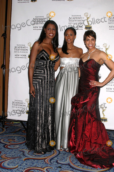 APRIL WOODARD Photo - THE NEW YORK CHAPTER OF THE ACADEMY OF TELEVISION ARTS AND SCIENCES PRESENT THE 2008 NEW YORK EMMY AWARDSMARRIOT MARQUIS HOTEL     04-06-2008PHOTOS BY RICK MACKLER RANGEFINDER-GLOBE PHOTOS INC2008 OMAROSA MANIGAULT-STALLWORTH NICOLE FISCELLA AND APRIL WOODARDK57746RM