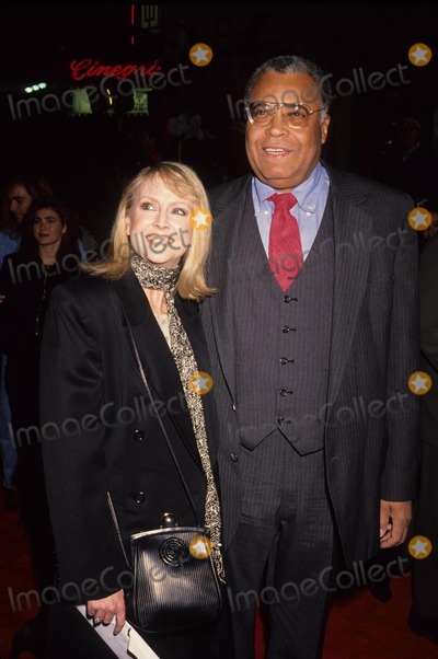 Cecilia Hart Photo - Earl James Jones with Cecilia Hart 1992 Photo by Michael Ferguson-Globe Photos Inc